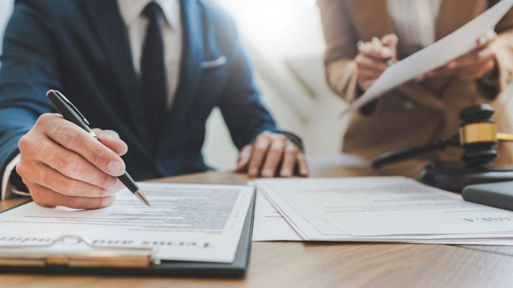 bigstock Lawyer Lawsuit Notary Consulta 341099476 3 min